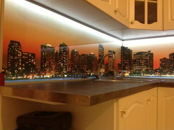 Стеклянный кухонный фартук с подсветкой купить в Днепропетровске