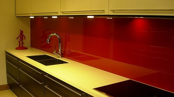 Кухонный фартук крашеный красный купить в Новомосковске