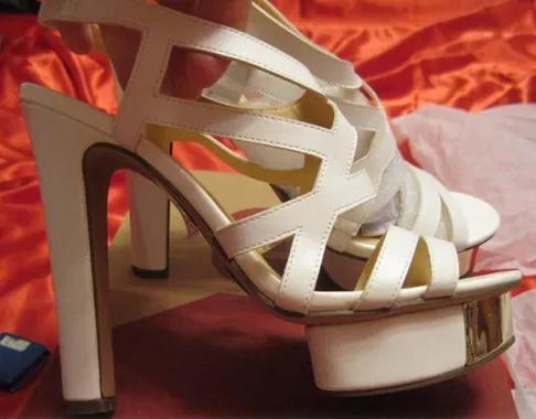 Белые нарядные босоножки шикарные 39 р стелька 25-26 см свадебная коллекция