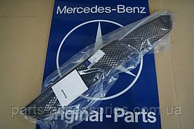 Mercedes E W211 W 211 E63 рестайлинг 2006-09 Центральная решетка AMG бампера новая оригинал