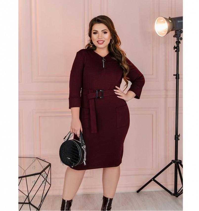 Приталенное женское платье плюс сайз цвет-марсала