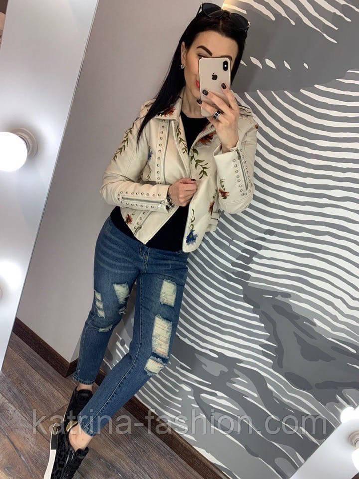 Женская куртка-косуха из эко-кожи с вышивкой