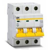 Автоматический выключатель 3 полюсный 32А  ( IEK )