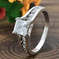 Серебряное кольцо Арника вставка белые фианиты вес 4.0 г размер 17