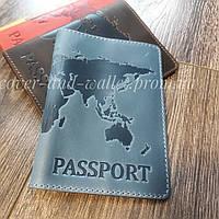 Блакитна шкіряна обкладинка на паспорт з тисненням карта світу