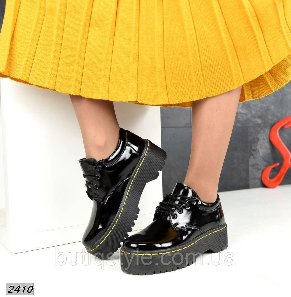 Женские черные броги натуральный лак на шнуровке Деми