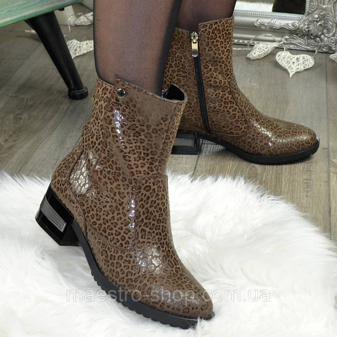 Ботинки кожаные женские на невысоком каблуке