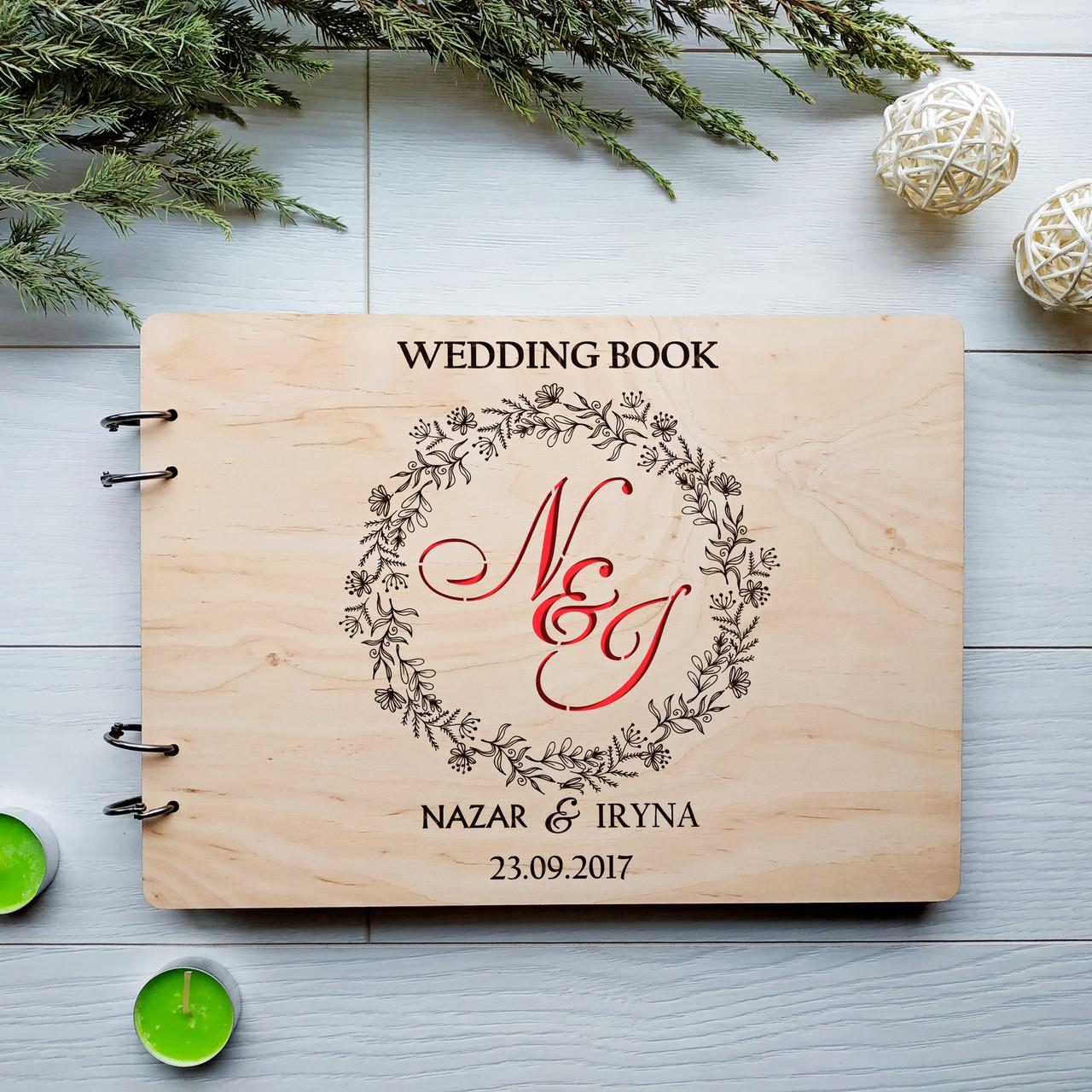Свадебный альбом из дерева с именами для фотографий и пожеланий ручной работы