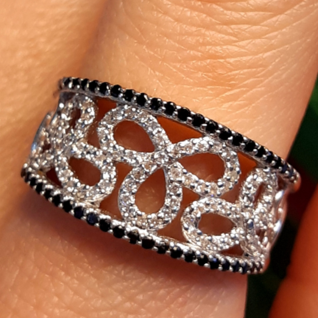 Серебряное кольцо с цирконием - Нежное женское серебряное кольцо с черно-белыми фианитами