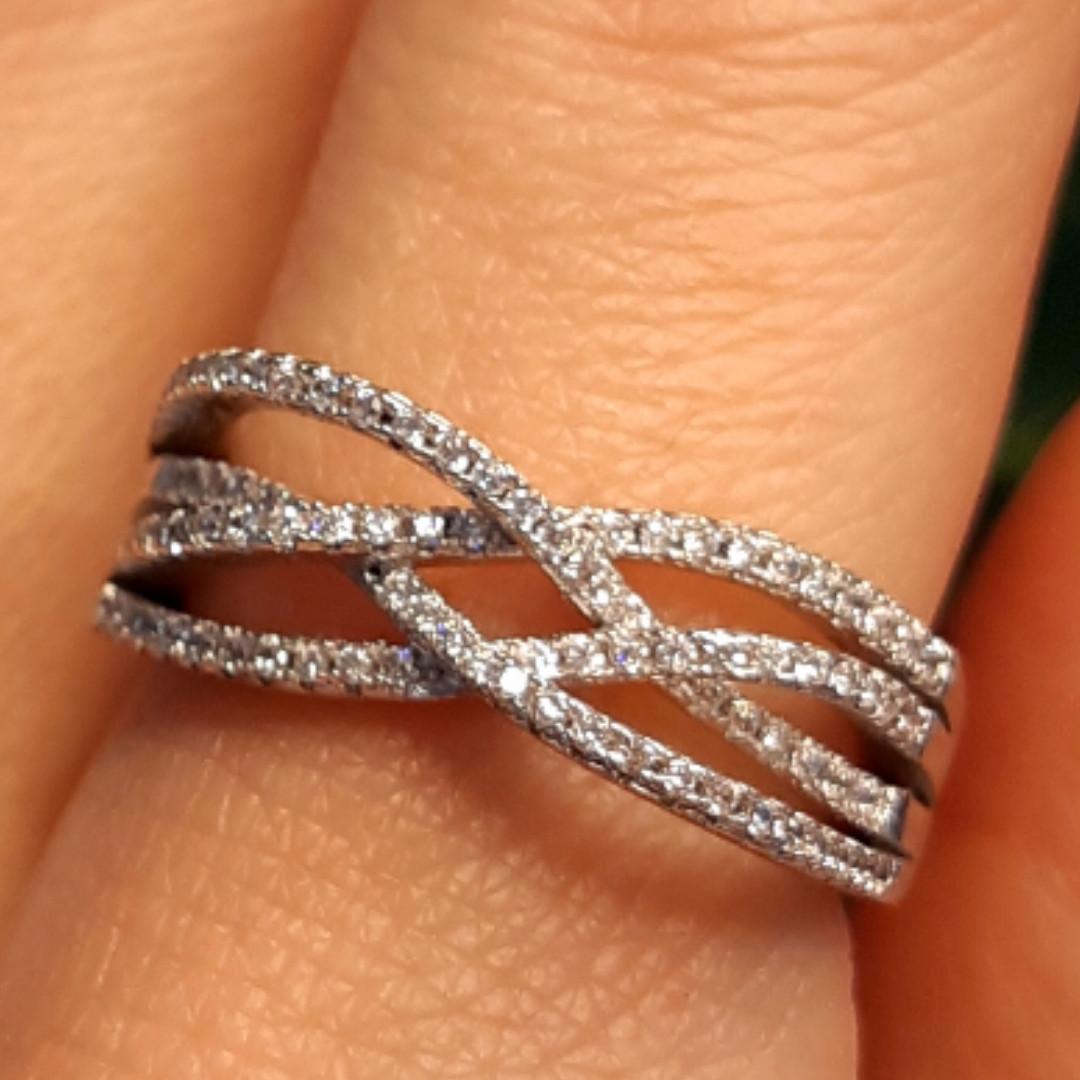 Женское серебряное кольцо с цирконием - Родированное серебряное кольцо переплеты