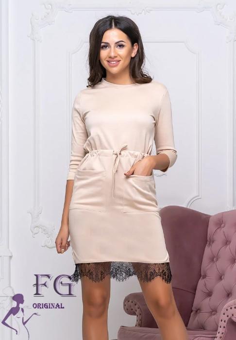 Бежеве вечірній приталене міні сукня з мереживом і кишенями