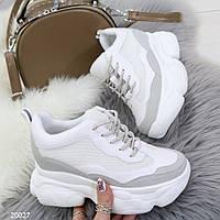 Модные кроссовки сникерсы женские на скрытой танкетке и массивной подошве белые с серым, фото 1
