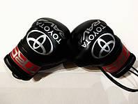 Боксерские перчатки в машину на стекло сувенир брелок чёрные Toyota RAV4