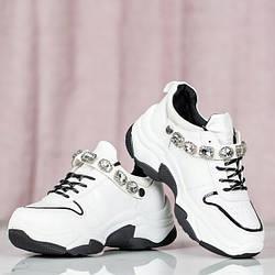 Женские кроссовки Wiley