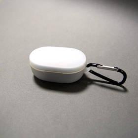 Силиконовый чехол с карабином для наушников Xiaomi AirDots White Белый