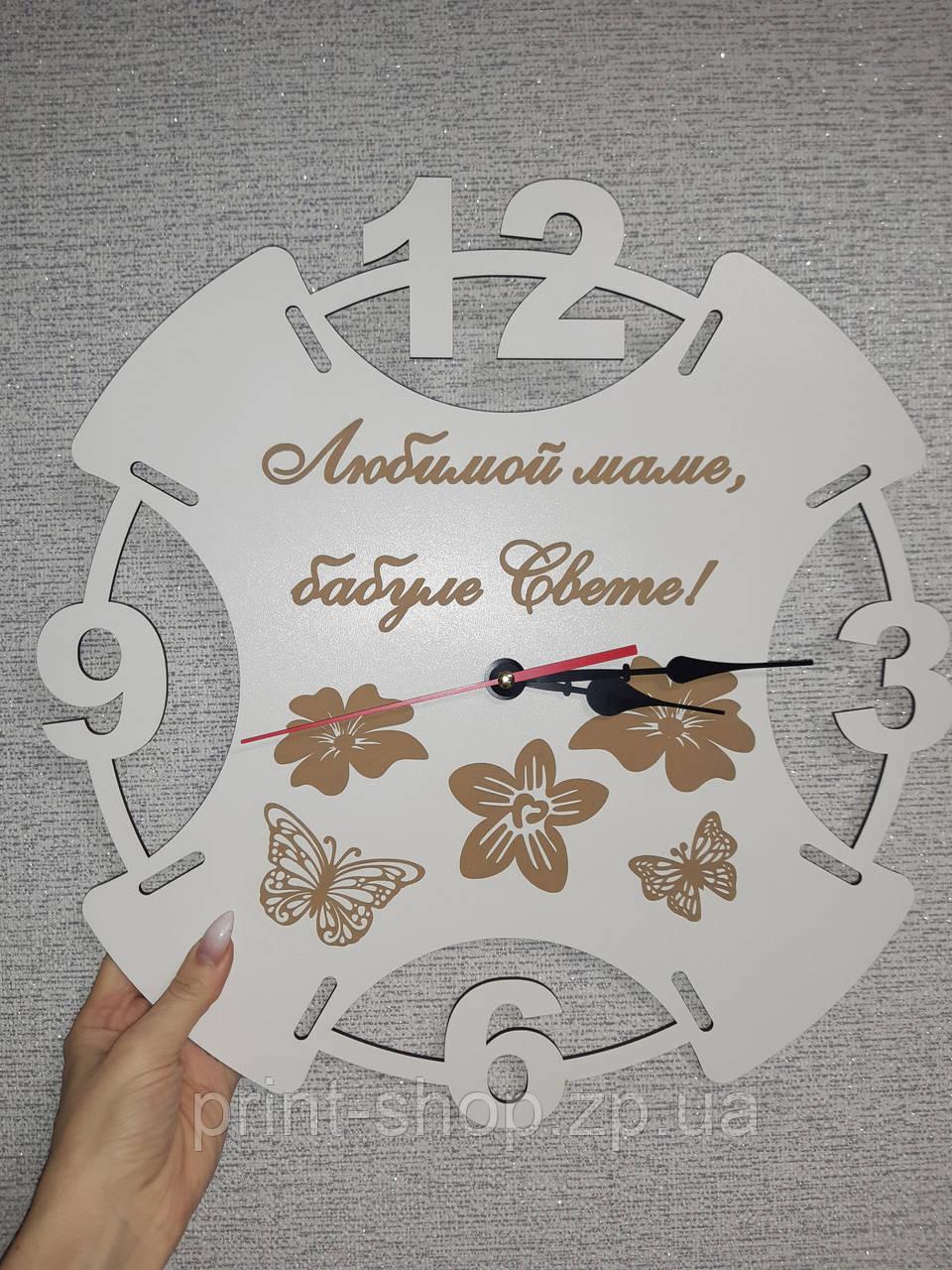 Часы с гравировкой текста и рисунка. Часы с логотипом.