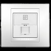 Компьютерная розетка Unica — Schneider Electric в рамке Unica Plus, цвет белый (образец)