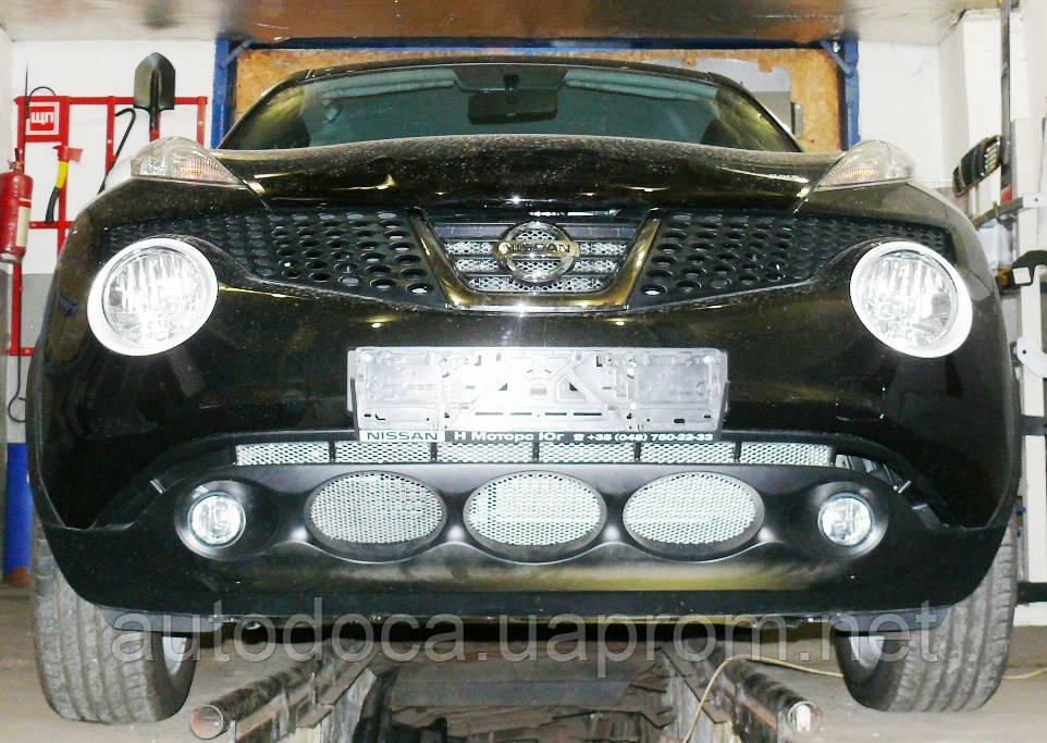 Декоративно-защитная сетка радиатора Nissan Juke фальшрадиаторная решетка, бампер