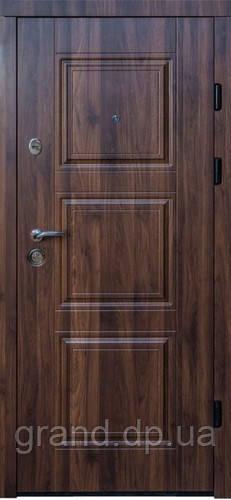 Двери входные металлические квартирные  Магда 334/2 орех моренный темный