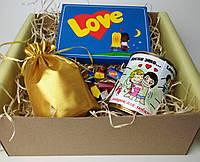 """Подарок для любимой """"Love is"""" - Женский подарочный набор """"Любовь - это..."""" - Оригинальный подарок девушке"""