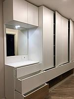 Белый шкаф с зеркалом в прихожую. Прихожая под потолок. Шкаф в прихожую., фото 1