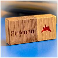 Флешка ручной работы с индивидуальной гравировкой на 16/32/64 ГБ подарок пожарному на день рождения