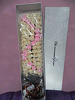 Букет из мыльных 99 роз в подарочной коробке оригинальный подарок девушке на 8 марта