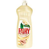 """Fairy Средство для мытья посуды """"Ромашка и Витамин Е""""  1000 мл"""