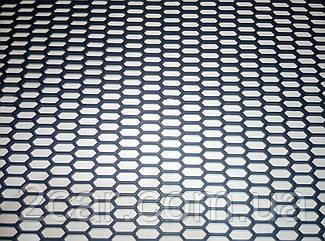 Автомобильная решетка пластиковая крупная 119-39 см