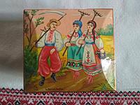 Красива дерев'яна шкатулка з сюжетним розписом