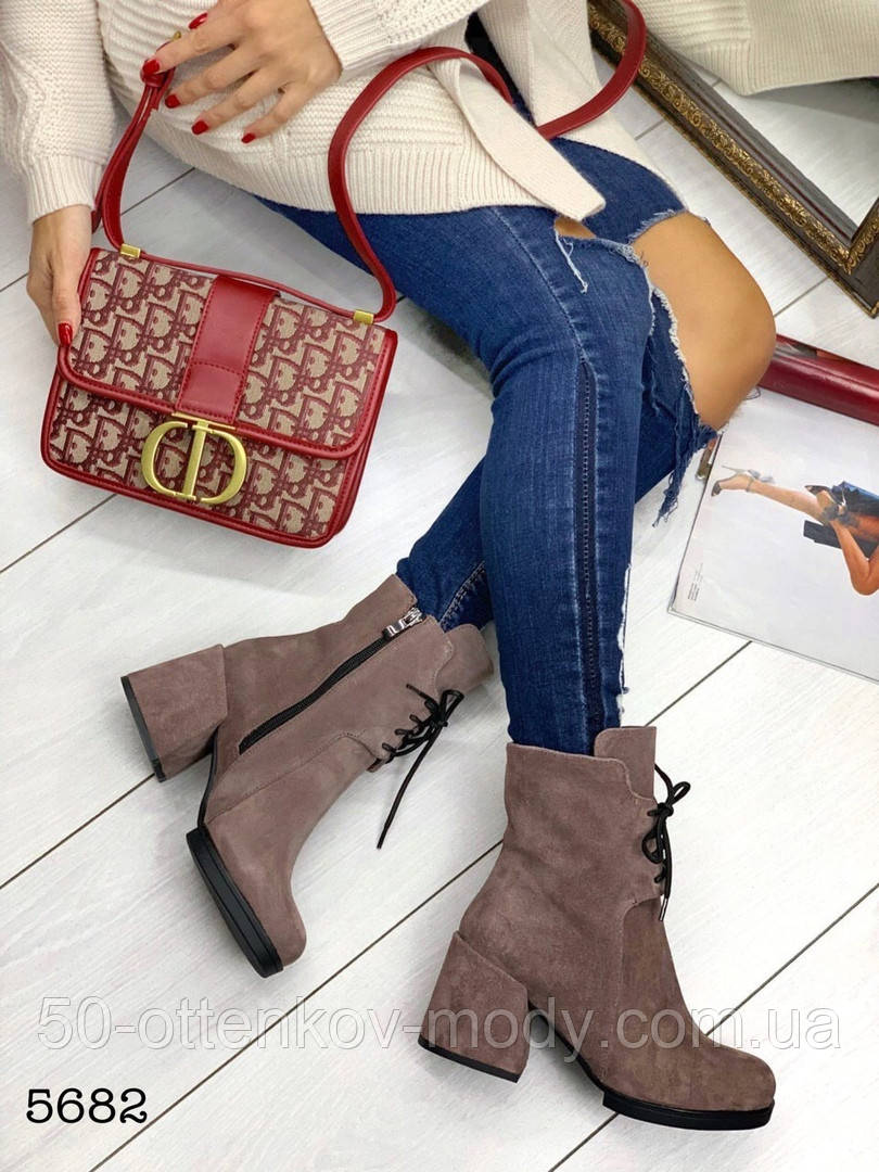 Жіночі демісезонні черевики капучіно на стійкому каблуці, натуральний замш