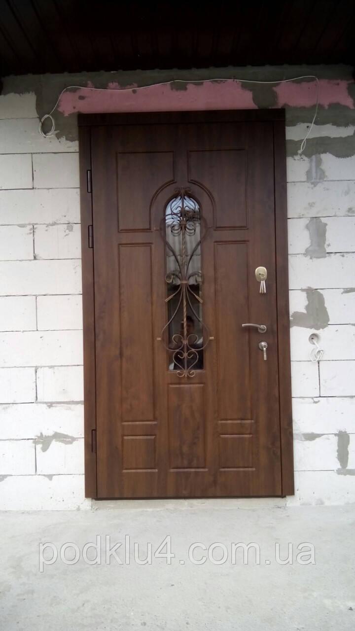 Входные наружные двери с карточкой Винорит со стеклопакетом