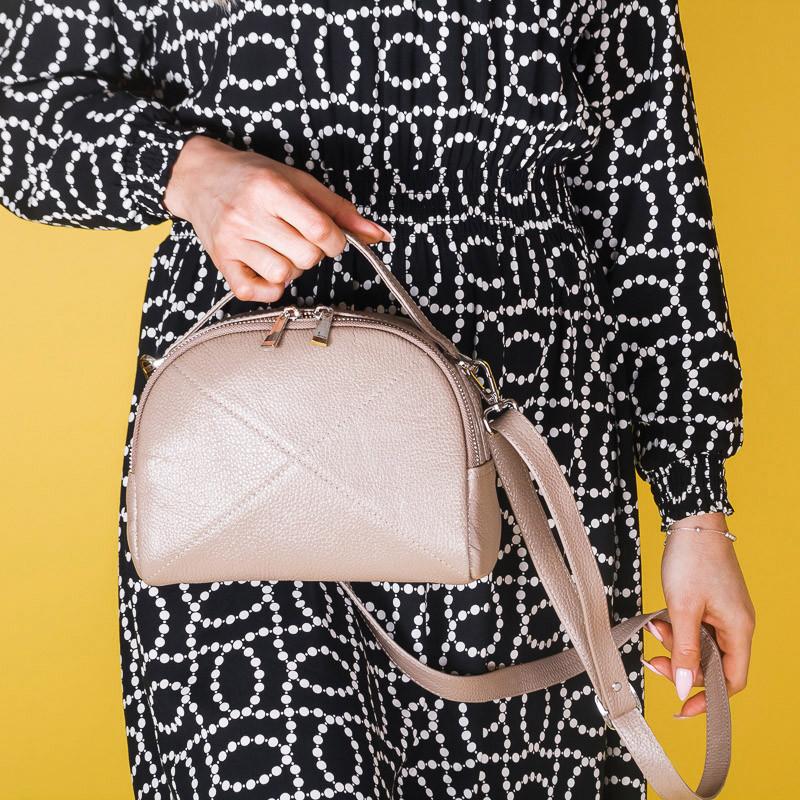 Женская сумочка из натуральной кожи бежевого цвета. Кожа на выбор