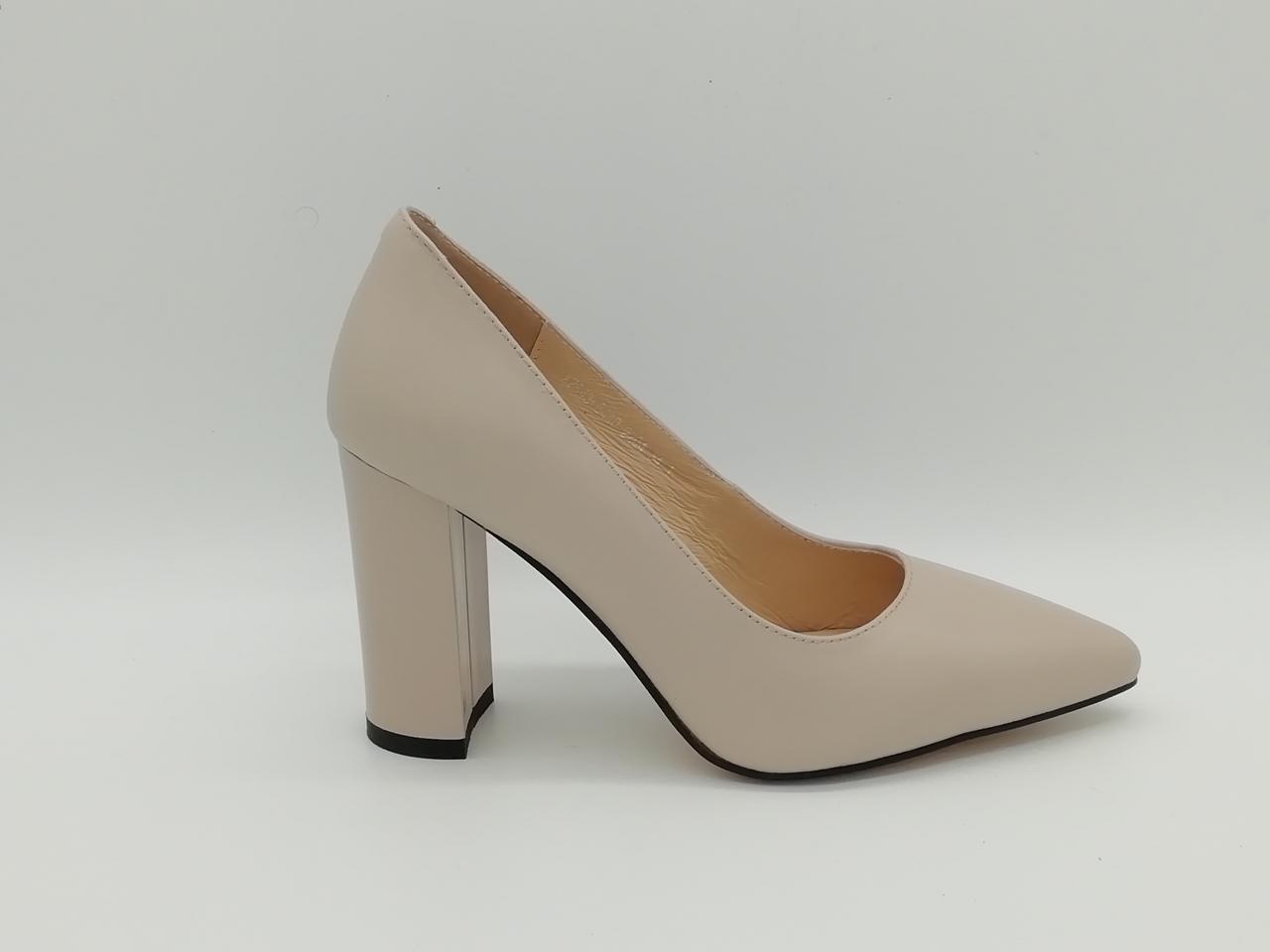 Шкіряні туфлі на підборах .Маленькі ( 33 - 35 ) розміри.