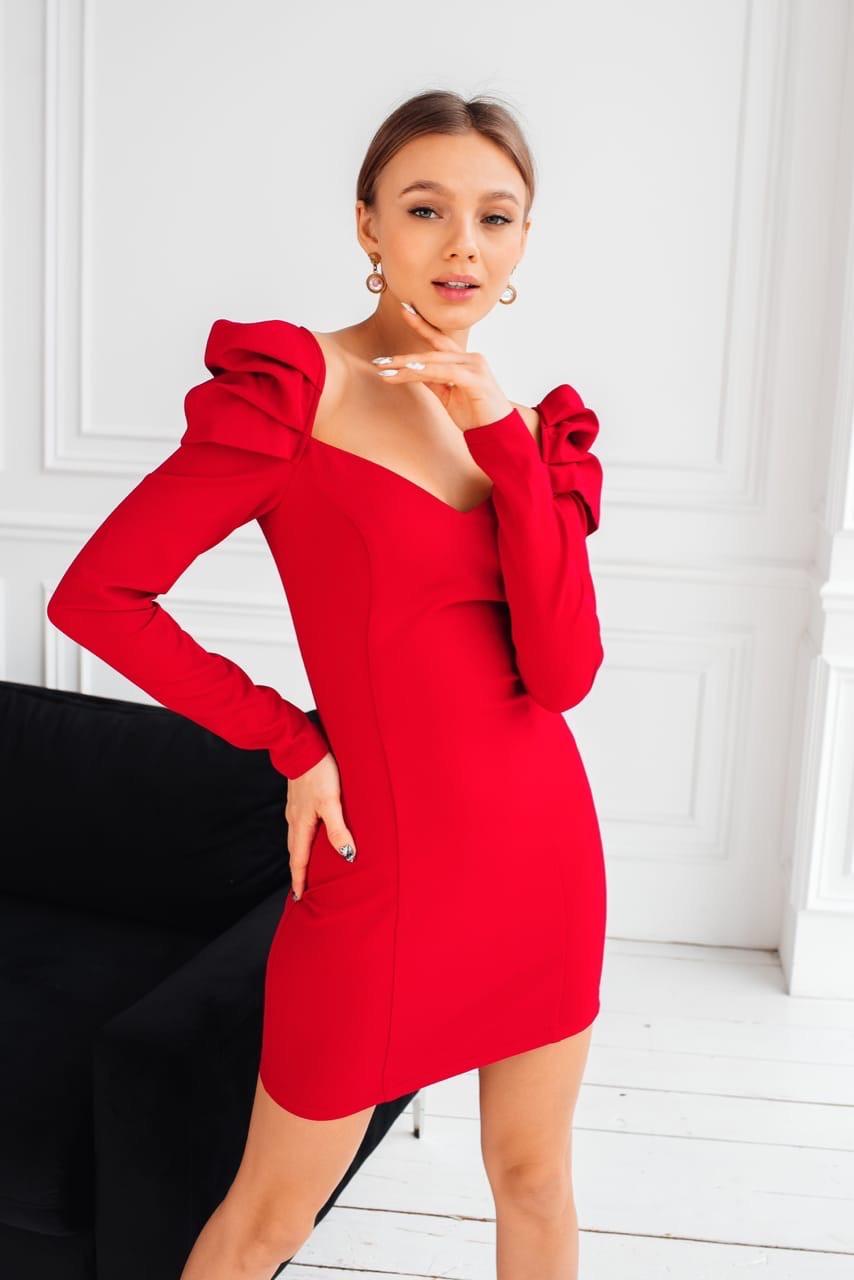 Облегающее платье с фигурным вырезом и рукавом фонариком 1403865