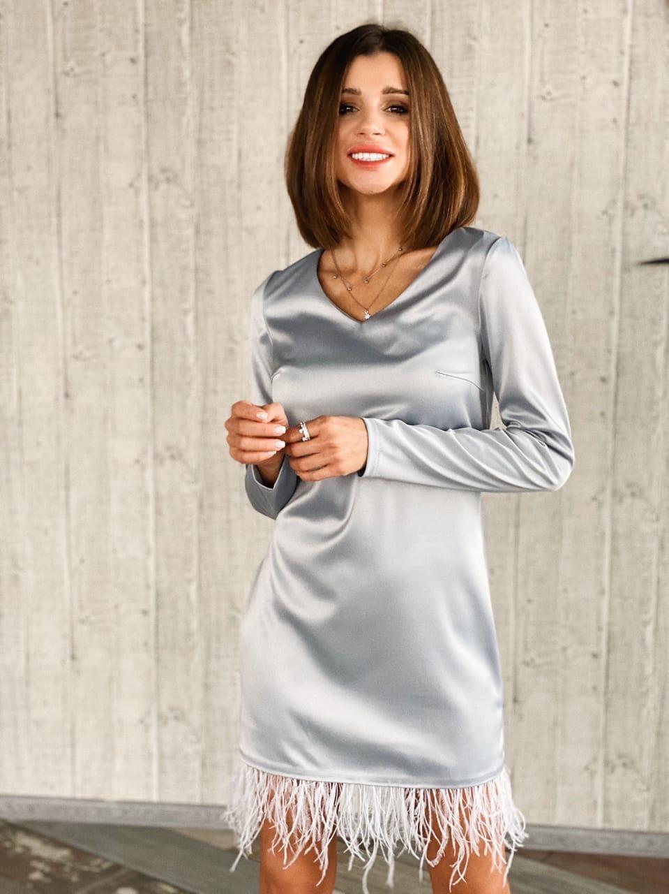 Шелковое платье прямого кроя с декором перья по низу 14py870
