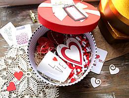 "Коробочка ""51 причина, почему я тебя люблю"" + чашка, арома свечи и деревянная валентинка"