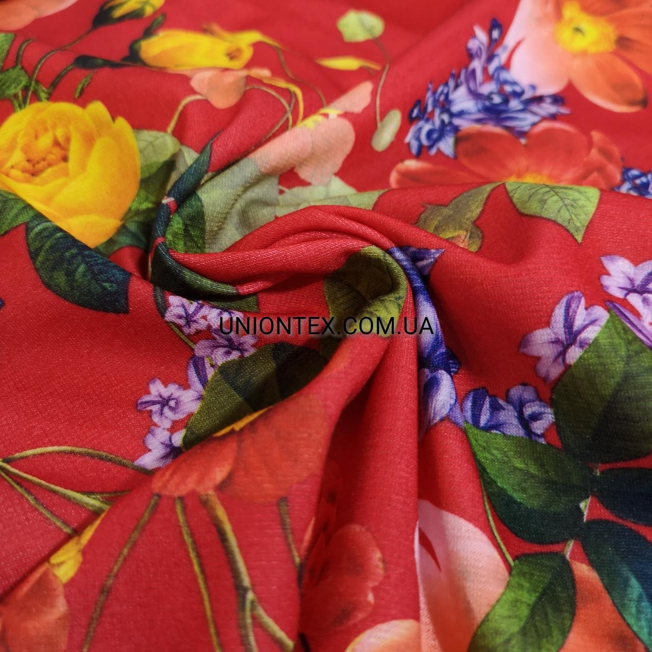 Французский трикотаж красный с цветочным принтом