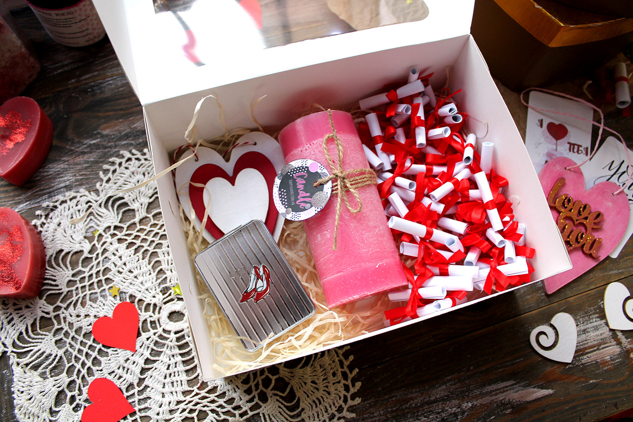 "Коробочка ""51 причина, почему я тебя люблю"" + зеркалце, аромасвеча и деревянная валентинка"