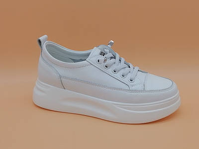 Белые кеды кроссовки. Маленькие размеры ( 33 - 35 ).