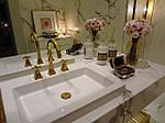 Простые советы по уходу за мебелью для ванных комнат