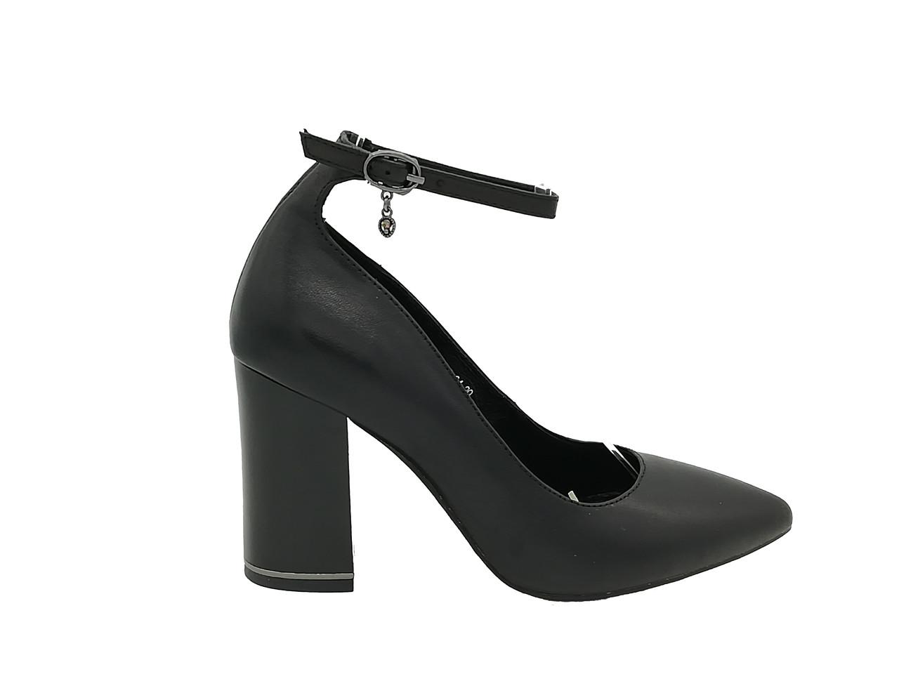 Черные кожаные туфли на каблуке .Маленькие ( 33 - 35 ) размеры.