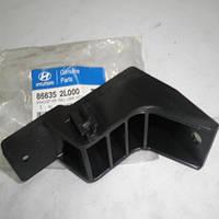 Крепеж заднего бампера средний Hyundai i30 '07-10 OE 866352L000