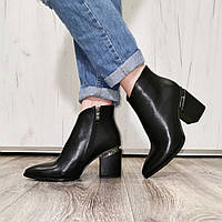 Кожаные женские ботинки ботильоны короткие на толстом каблуке с острым носом