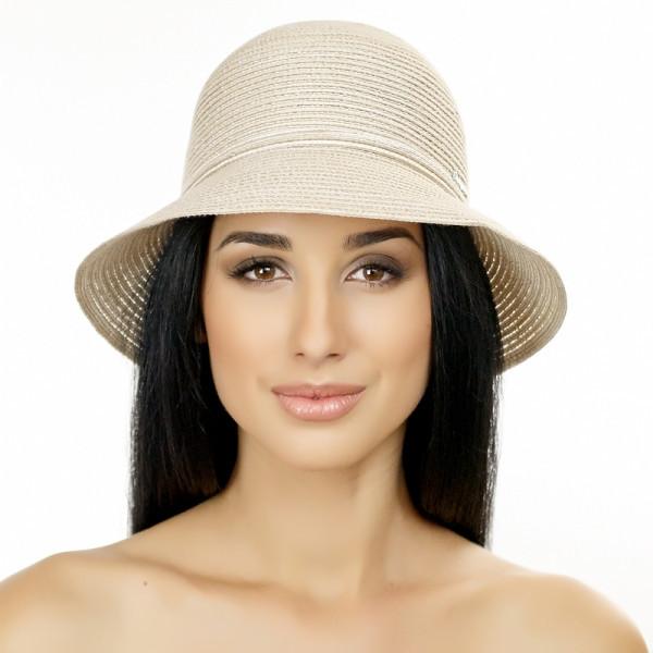 Бежевая летняя шляпа с небольшими полями