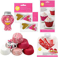 Wilton Набор для украшения капкейков День Святого Валентина Valentine's Day Glitter Cupcake Decorating Kit 6-Piece