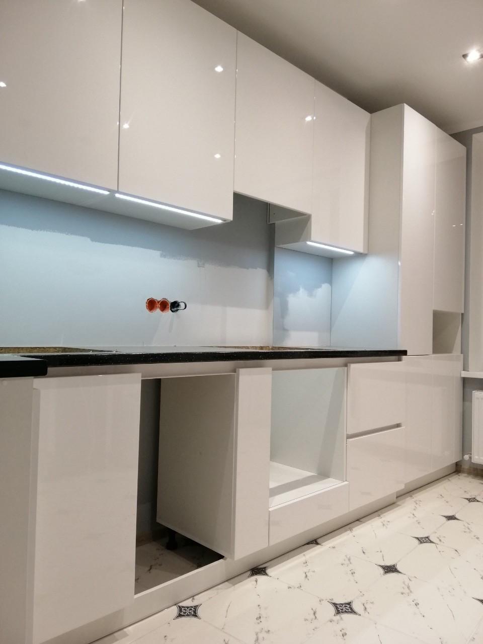 Кухня белая на заказ в стиле минимализм Blum furniture