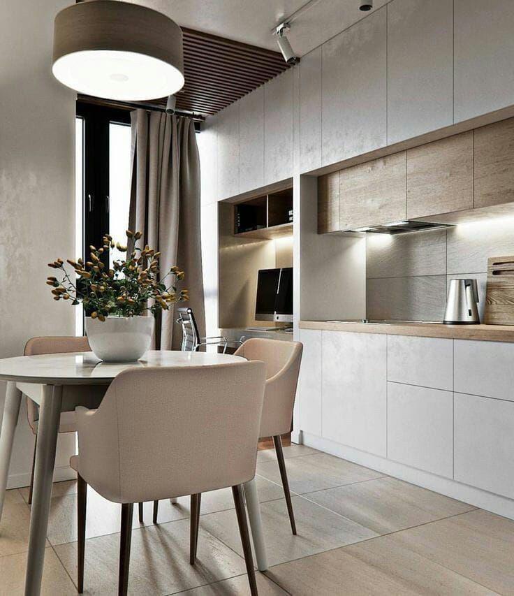 Кухня белая с элементами дуба blum в современном стиле под потолок