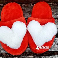 Меховые красные домашние женские тапочки с сердцем