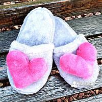 Меховые серые домашние женские тапочки с сердцем